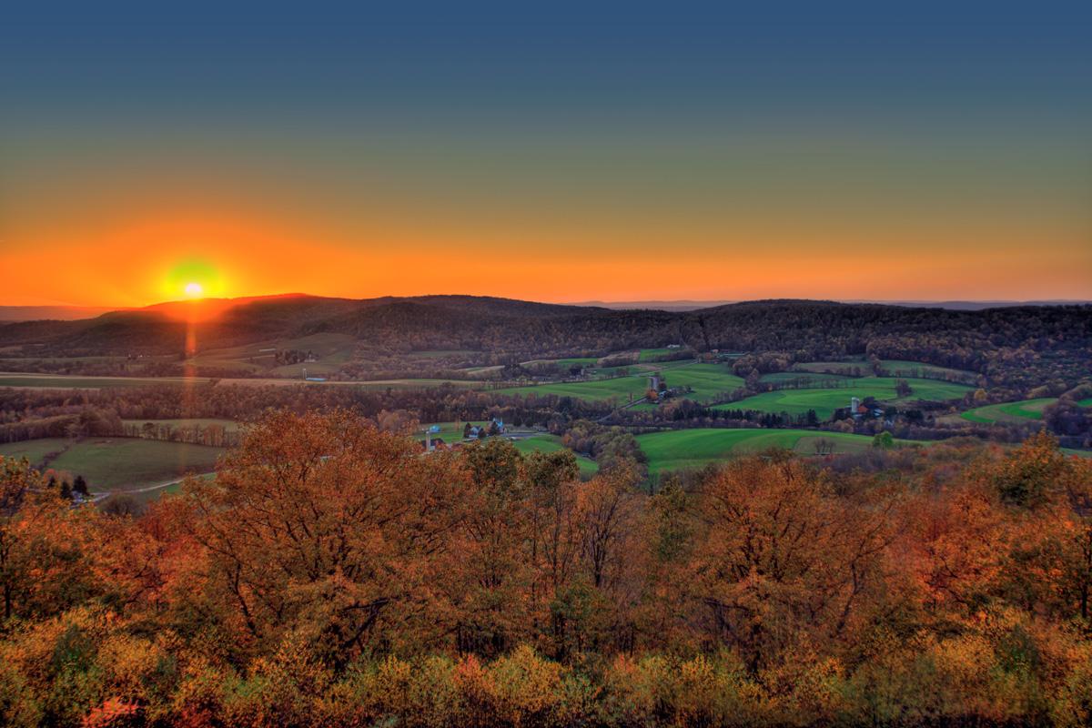 Zapadna Virdžinija zalazak sunca iza planina - Kim Seng via Flickr (CC BY-NC-ND 2.0)